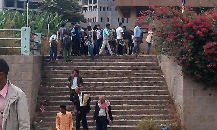 أشلاء الانتحاري أمام كلية الزراعة بمحافظة إب