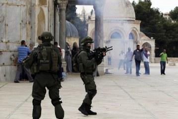 المستوطنين الصهاينة يواصلون اقتحاماتهم لباحات المسجد الأقصى