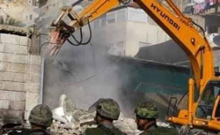 العدو الإسرائيلي يهدم خمسة بيوت ومشتلا زراعيا لعائلات فلسطينية شرق القدس
