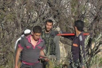 قوات الاحتلال تعتقل طفلاً وتطرد مزارعا وعائلته من أراضيهم بالضفة الغربية