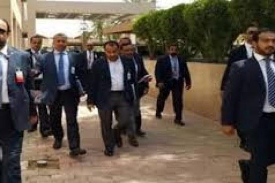 الوفد الوطني يطالب وفد الرياض بتحديد موقف من دخول القوات الأمريكية ومعاناة اليمنيين بالمطارات