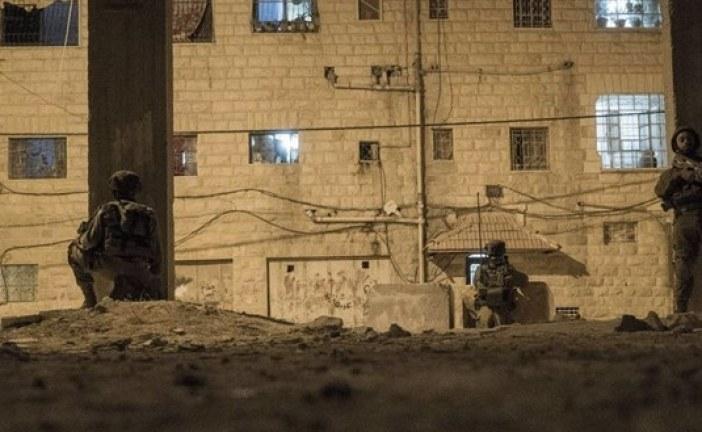 الاحتلال الصهيوني يواصل محاصرة الخليل لليوم الثالث ويشن حمل اعتقالات