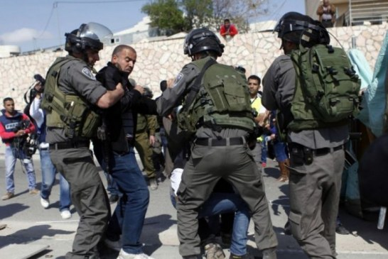 حملة اعتقالات تطال 16 مواطناُ فلسطينياً في مدن الضفة المحتلة