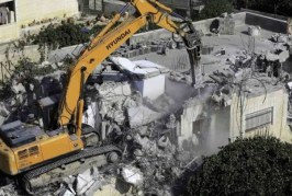 الاحتلال يهدم منزلا بالقدس ويعتقل 11حارسا من حراس الأقصى