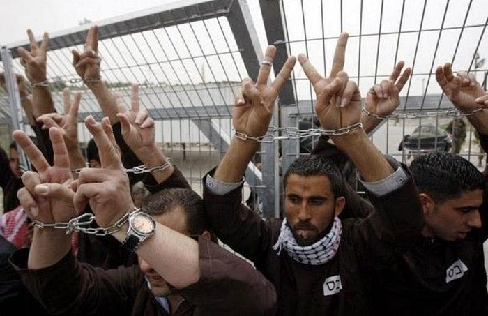 العدو الصهيوني يشن حملة مداهمات واعتقالات في الضفة