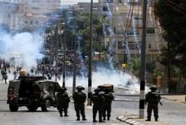 قوات الاحتلال تقتحم قرية كوبر بالضفة وإصابة عشرات الفلسطينيين