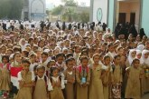 وقفة لمعلمات وطالبات مجمع السعيد بالحديدة تنديدا باستمرار الحصار وإغلاق الميناء